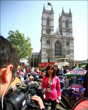 来自世界各地的媒体记者也在西敏寺教堂外实地报道。