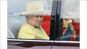 Nữ hoàng Elizabeth rời Điện Buckingham tới Tu viện Westminster Abbey