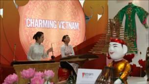 áo dài, đàn bầu Việt Nam tại ADB