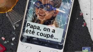 Мобильный телефон с разбитым экраном, на которм изображен портрет ребенка в плавательных очках