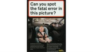 Ребенок в детском автомобильном сиденье