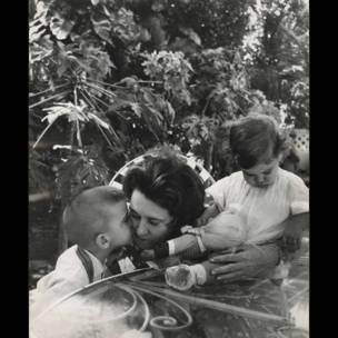 Haydée Santamaría y sus hijos Celia y Abel