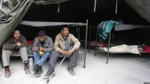 Personas en una tienda de campaña