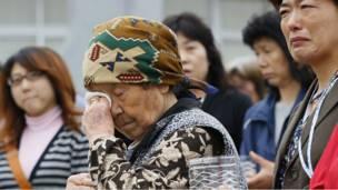 په مارچ میاشت کې د جاپان د څونامي له کبله اغېزمن کسان د خپلو وژل شوو دوستانو یاد لمانځي.