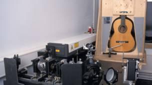 Instalación de interferometría holográfica para examinar instrumentos de cuerda Imagen: Bernard Richardson