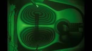 Vibraciones de guitarra dilucidadas utilizando interferometría holográfica  Imagen: Bernard Richardson