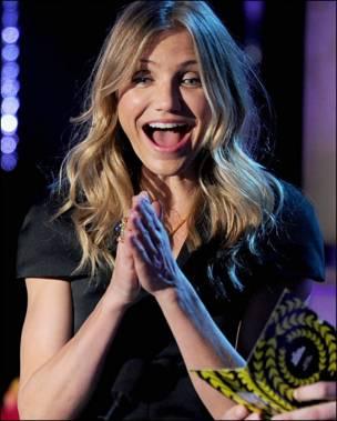 Актриса Кмером Діаз раділа за переможців премії, їй випала честь оголошувати і вручати нагороду.