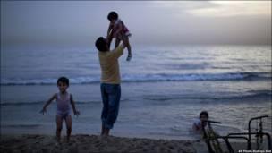 Лівія - це не тільки полковник Каддафі, українська медсестра і операція НАТО. Це ще й сімейний відпочинок біля моря.