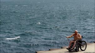 Спекотне літо і в Чикаго - всі поспішають на пляж. США