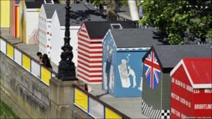 Лондонський фестиваль на  березі Темзи - аби літо не здавалося занадто похмурим.