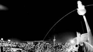 په ۱۹۹۲ د هسپانیا په برشلونه کې له غشي ویشتونکي لوبغاړي انتونیو وربیلو وغوښتل شول چې په خپل غشي سره مشعل بل کړي . هو داسې شکونه راپورته شول، چې ګني مشعل له لیرې په یوڅه بل شوی دی .