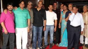 आमिर ख़ान और 'लगान' की टीम.