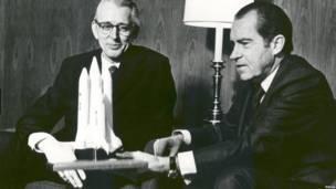 Президент США Никсон и директор НАСА Флетчер