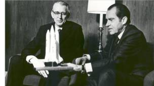 Richard Nixon e James Fletcher (fotos: Nasa)