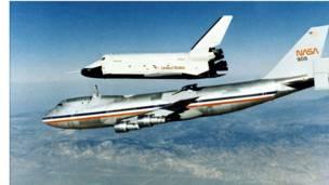 ônibus espacial Enterprise e um Boeing 747 (fotos: Nasa)