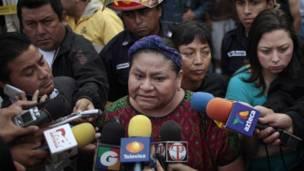 Rigoberta Menchú declara tars la muerte de Cabral