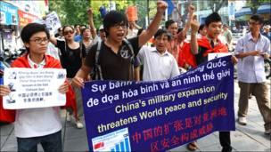 Biểu tình chống TQ tại Hà Nội 17/7/2011 (AFP)