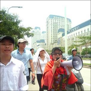 Biểu tình chống Trung Quốc 17/7/2011 (Blog Nguyễn Xuân Diện)