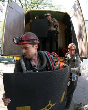 Рятувальник на шахті в Суходільську