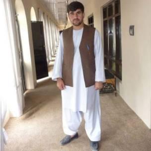 احمد امید خپلواک د تېرې پنجشنبې پر ورځ، د اروزګان ولایت مرکز ترینکوټ ښار د سیمه ییز رادیو تلوېزیون په ودانۍ کې د وسله والو په برید کې ووژل شو.