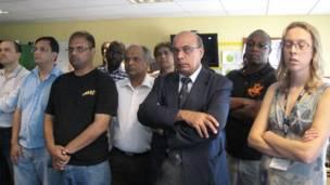 د بي بي سي خبریالانو د بي بي سي د لندن، اسلام اباد، پېښور او کابل په دفترونو کې د احمد امید خپلواک په ویر یوه دقیقه چوپ پاتې شول.