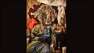 """У своїй серії """"Посланці знакових релігій"""" нігерієць Адольф Опара зібрав портрети жреців релігії Йоруба. Він каже, що традиційні релігійні практики Нігерії розуміють неправильно."""
