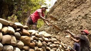 Рабочие на золотом прииске