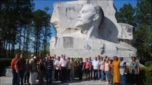 """Ця скульптура Леніна стоїть у парку його імені. Офіційні церемонії тут проводять дотепер - такі, як відзначення річниці """"Великої вітчизняної війни"""". На Кубі зберегли цей термін на позначення Другої світової війни."""