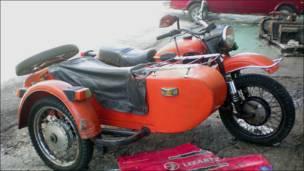 """Мотоцикли з причепом """"Урал"""" витримали на Кубі випробування часом."""