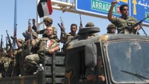 شاحنة تحمل جنود من القوات المنسحبة