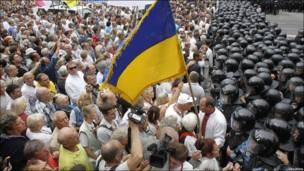 Демонстранти і спецназ у Києві