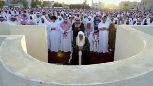 ریاض: سعودي وګړي د کوچني اختر لمونځ کوي.
