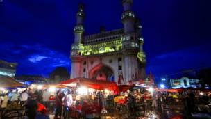 حیدرآباد: هندي مسلمانان جام منار ته څېرمه د اختر په مناسبت خوشالۍ کوي.