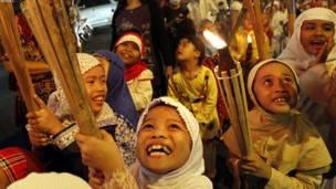 جاکارتا: اندونیزیايي مسلمانان د اختر په مناسبت خوښي کوي.