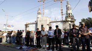 روسیه: روسي مسلمانان په مسکو کې د نېکمرغه کوچني اختر لمونځ کويږ