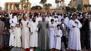 مصر: په الاقصر کې د اختر لمونځ.