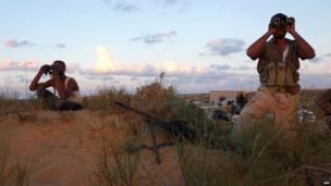 جنديان من قوات المجلس الانتقالي في ليبيا