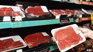 Carne brasileña en un supermercado.