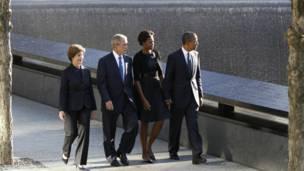 أوباما وبوش وقرينتيهما