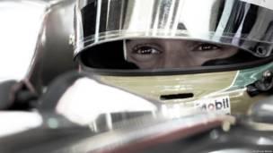 Lewis Hamilton antes do GP da Europa (foto: Andrew Hone / Sightsavers)