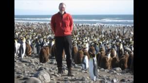 Giáo sư Stephen Dobson làm việc tại Trung tâm Nghiên cứu Khoa học Quốc gia ở Montpellier, Pháp