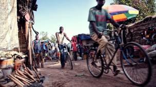 Жители деревни на велосипедах