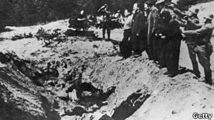Жертвы нацистских расстрелов в Бабьем Яре (фото 1941 года)
