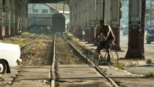 Vías de tren en Cuba