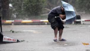 الإعصار نيسات في جزيرة هاينان