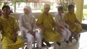 Bệnh nhân tâm thần và bác sĩ tại Indonesia