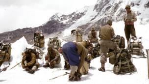 Группа альпинистов в Гималаях