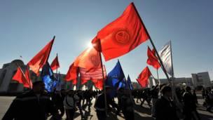 Торжественный марш в центре Бишкека, Киргизия