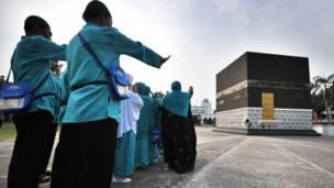 اندونیزیايي حاجیان په جاکارتا کې حج ته له تلو وړاندې د تمرین پرمهال.