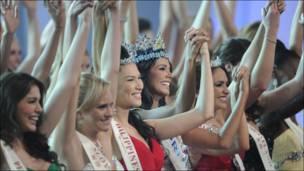 """Фотография с конкурса красоты """"Мисс мира"""" 2011"""